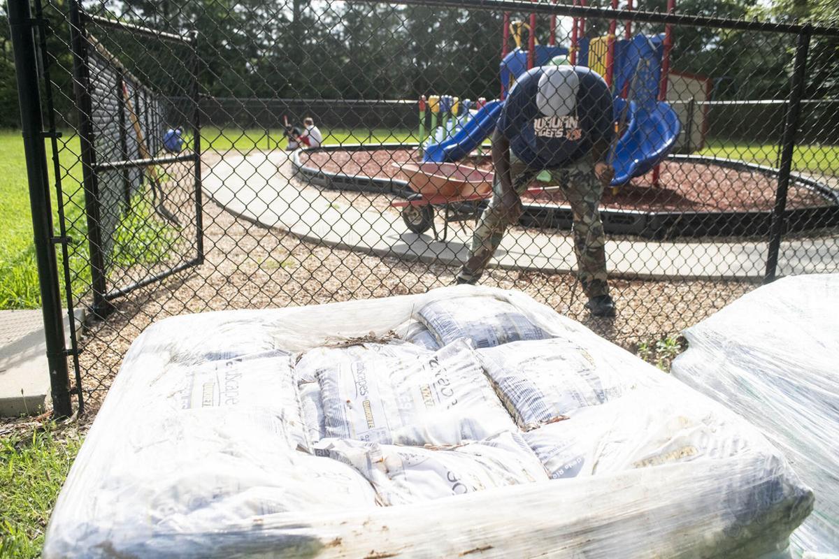 talladega city schools cleanup day 1 tw.jpg