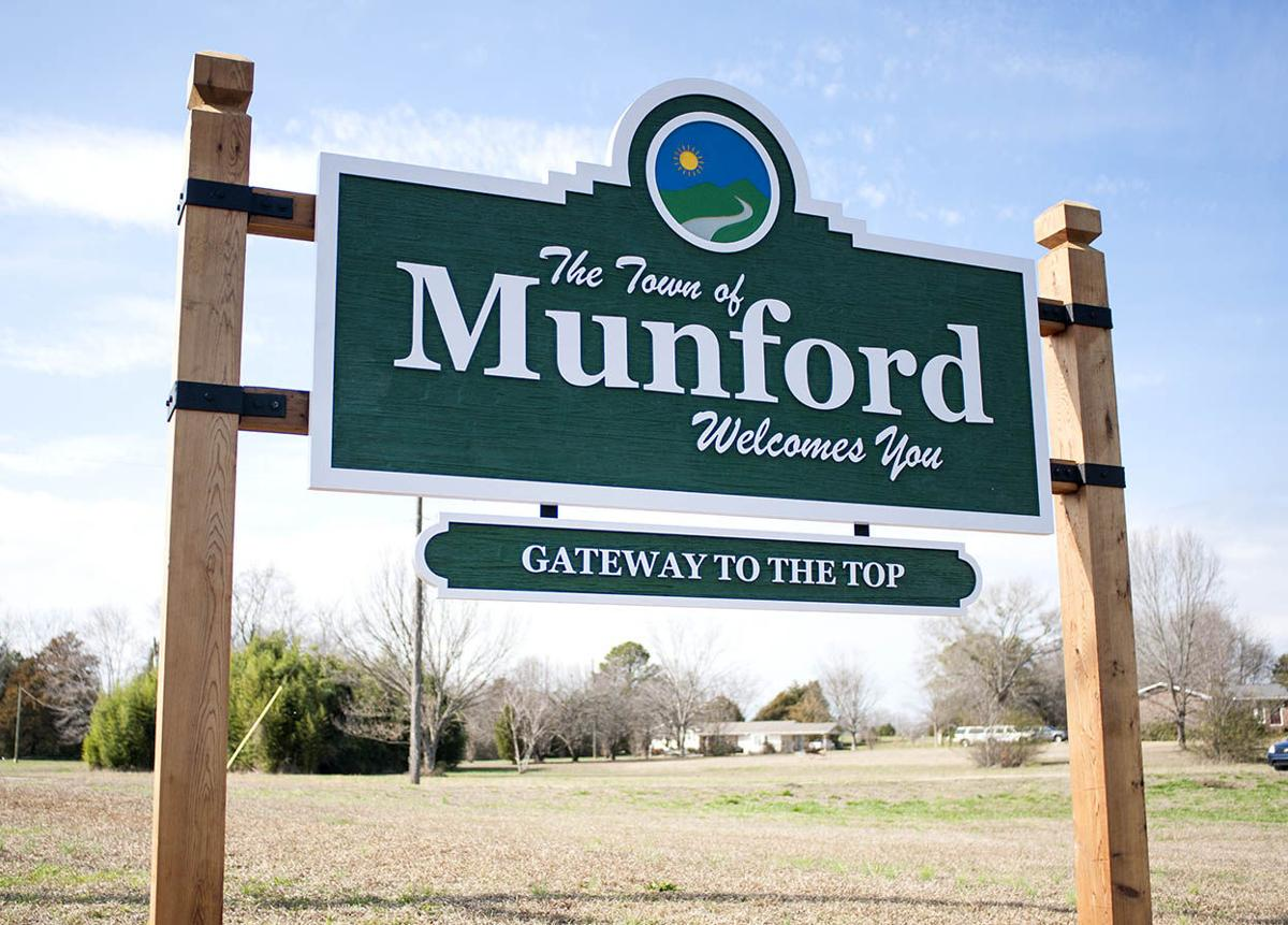 Welcome sign now in place for town of Munford
