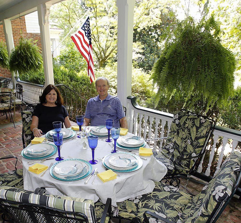 Springwood Inn: Owners Bob and Carolyn Orchid