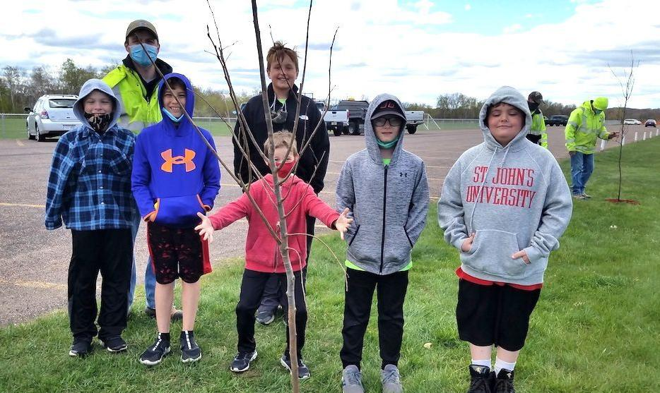 Tainter fourth-graders observe Arbor Day