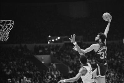 Milwaukee Bucks vs. Los Angeles Lakers