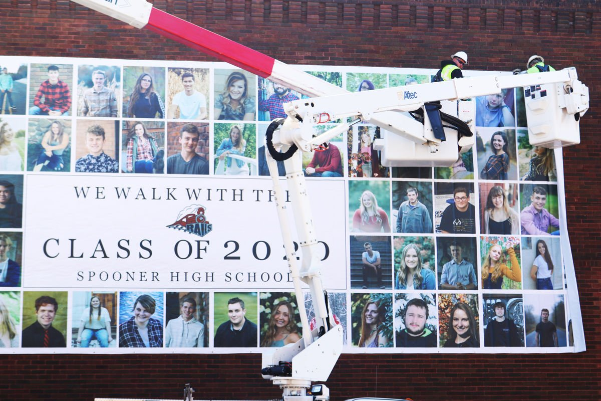 Spooner High School graduates mural