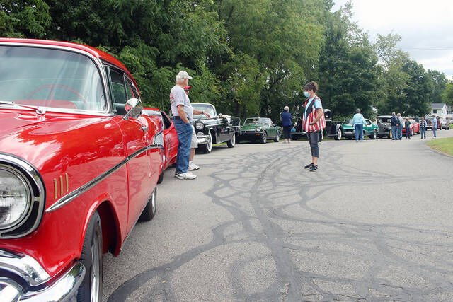 Classic cars cruise Owosso
