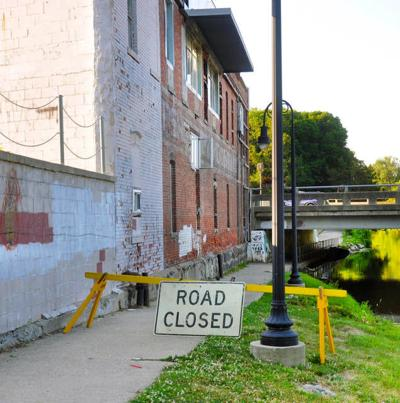 Owosso closes river trail because of building danger