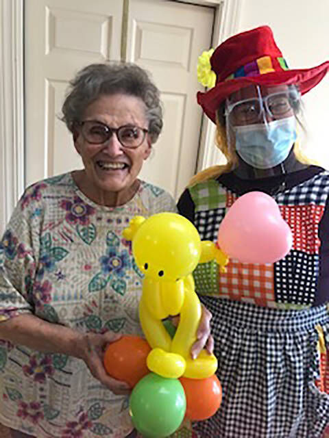 Local balloon company brings cheer to nursing home residents