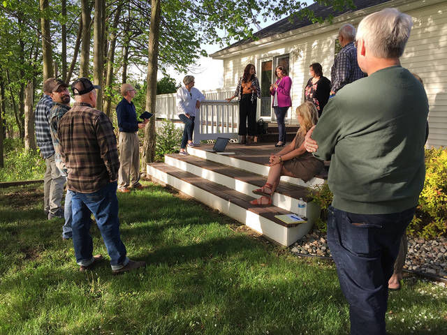 Residents meet, discuss opposition to solar project