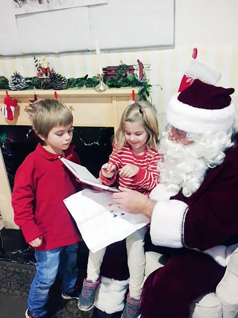 Santa entertains at Byron breakfast