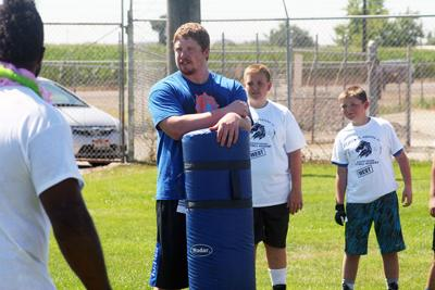 Former Boise State and current NFL  players put on local football camp