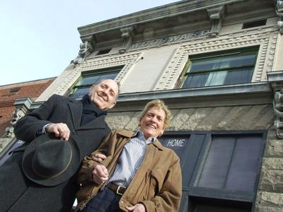 A Woodward wants to buy namesake building