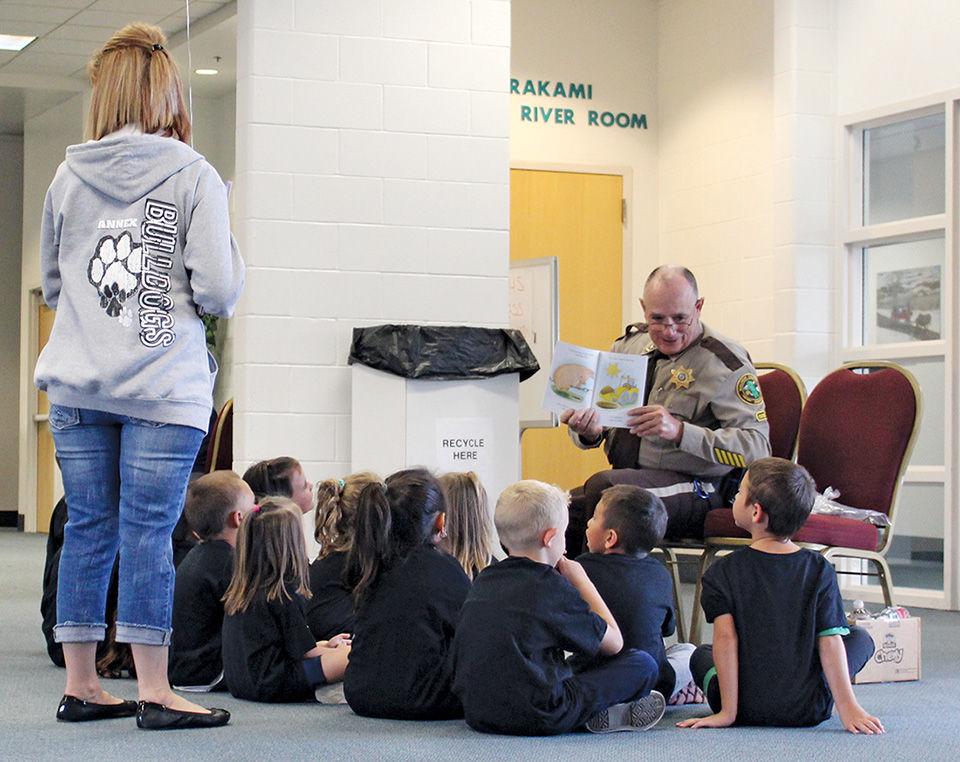 Sheriff reads 'Big Pig, Little Pig'