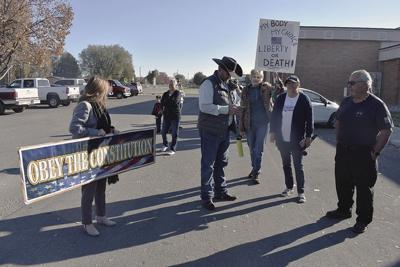 Ammon Bundy stages with protesters at Payette County Courthouse