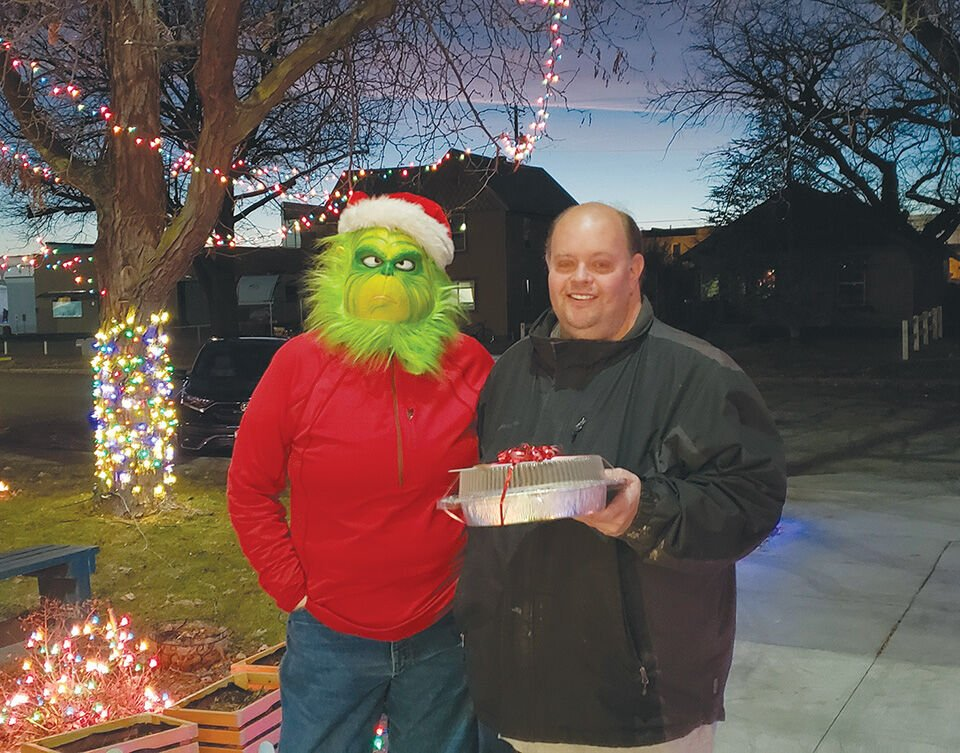 Grinch delivers prizes to winners of Payette's residential Christmas light contest