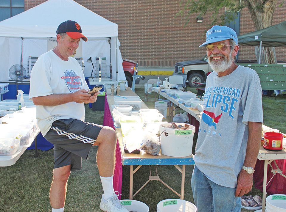 Rock vendors share a booth