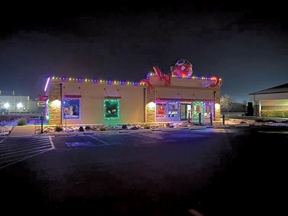 Fruitland dentist wins Christmas decorating contest