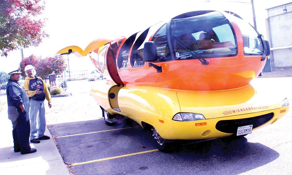 Hot diggety dog! Drivers roll in with iconic larger-than-life hotdog