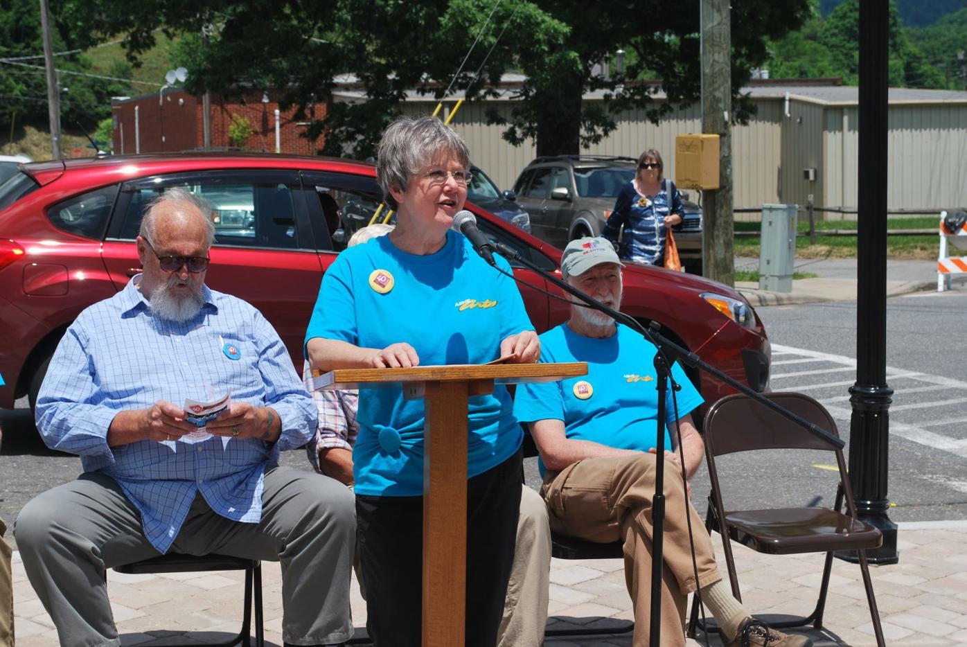Jane Lonon speaks at Forty Fest