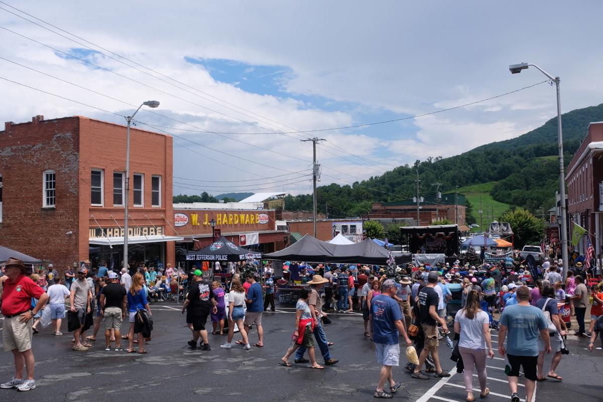 Main Street crowd during Christmas in July