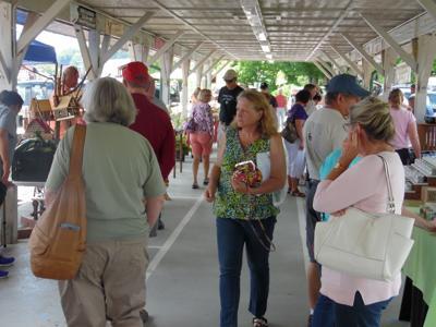 Busy farmers market