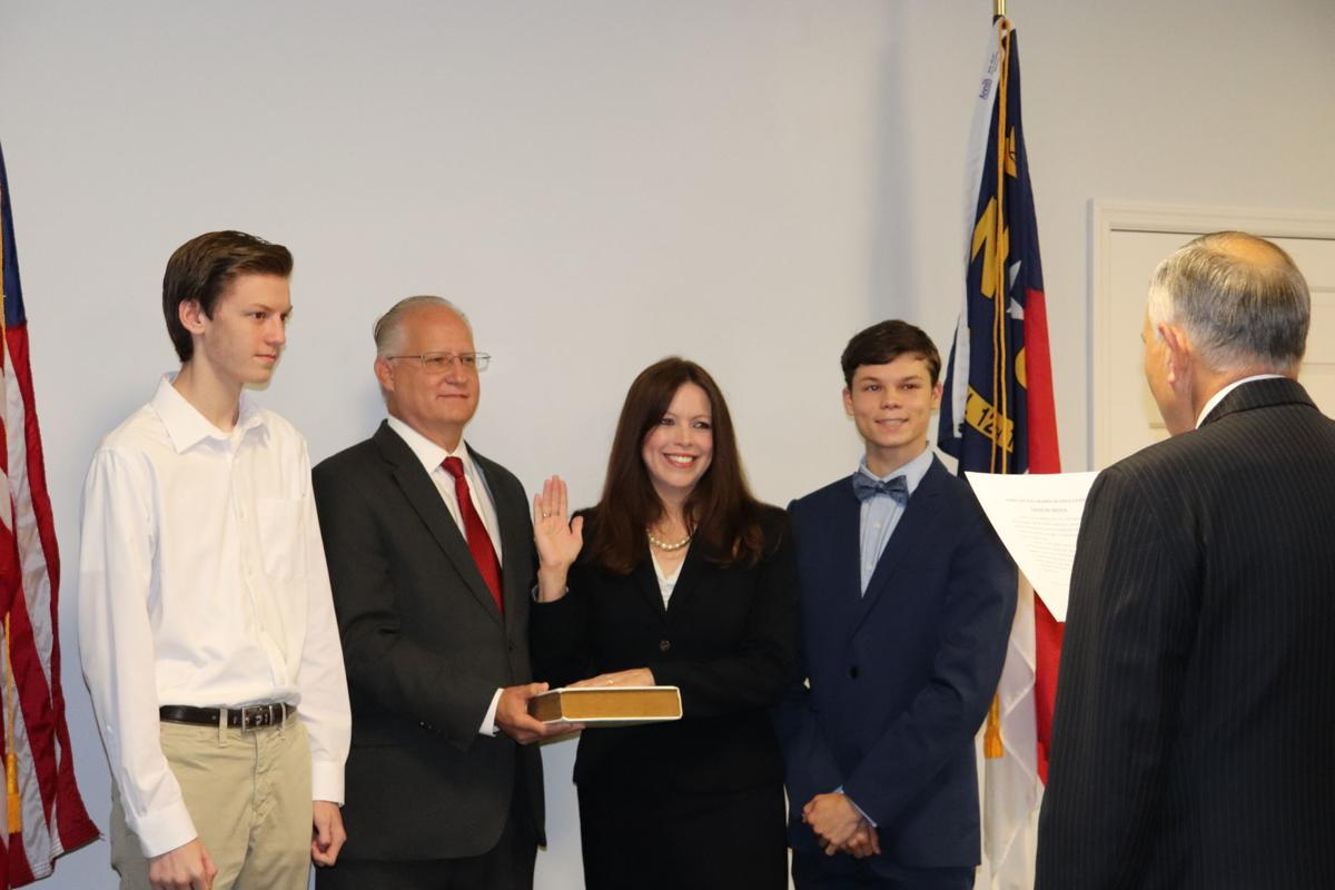 Eisa Cox taking oath of office
