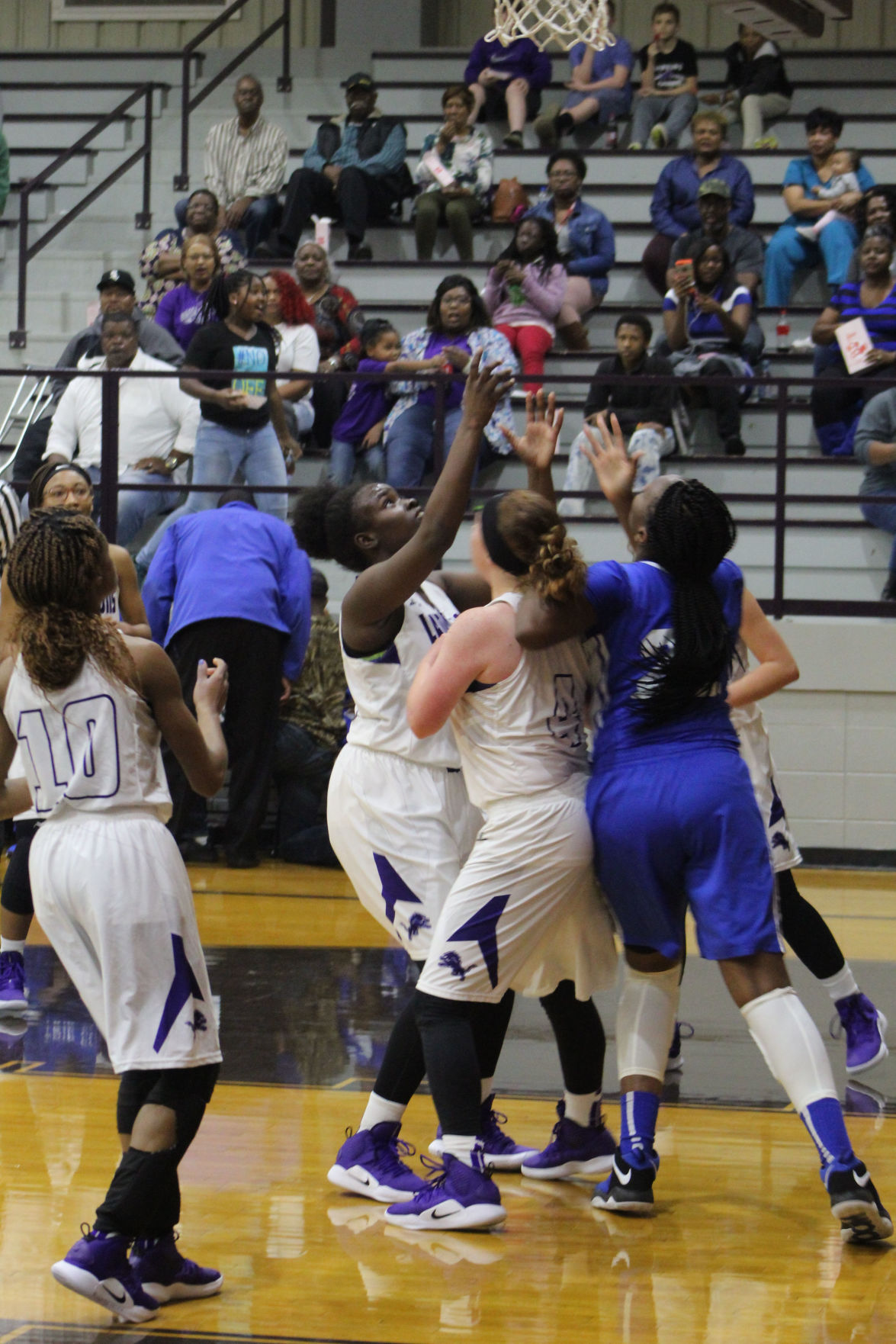 Lady Lions vs Strong