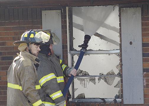 Fire destroys Hamburg apartments