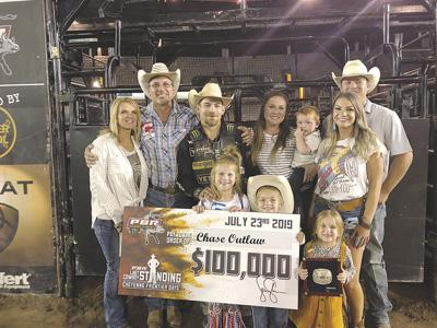 Outlaw makes huge comeback, wins big at Frontier Days