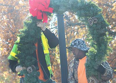 Volunteers festoon park, seek more decorations