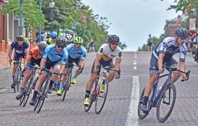 Criterium riders