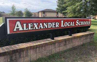 Alexander - sign TS