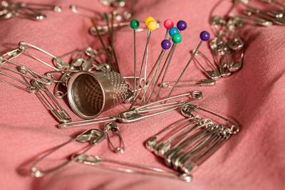 sewing-thimble-pins-safety-pins-37631.jpeg