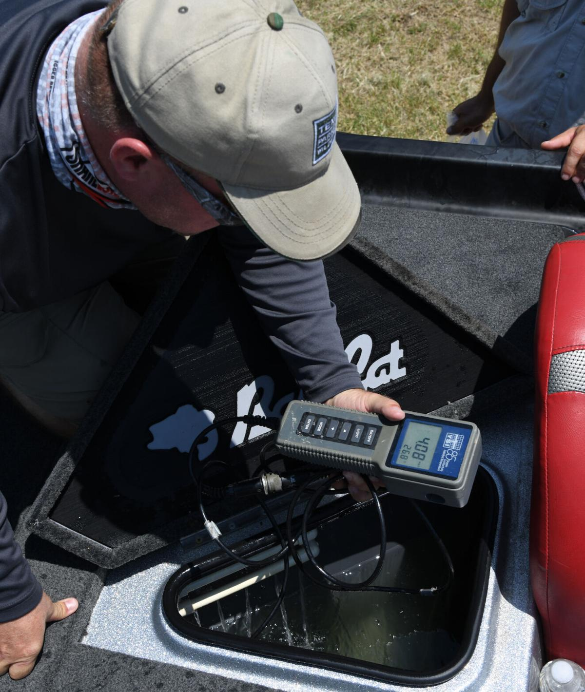 Checking Oxygen with meter