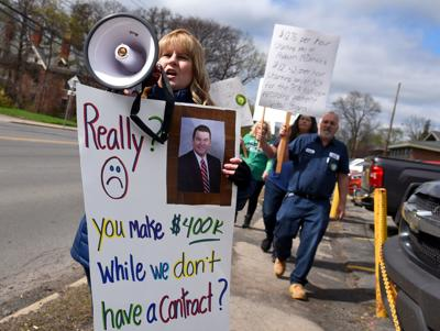 Auburn Community Hospital employees rally for contracts