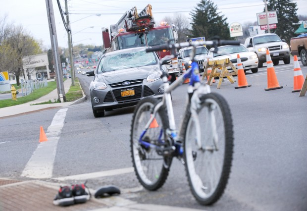 Bicyclist struck by car in Auburn suffers injuries | Local