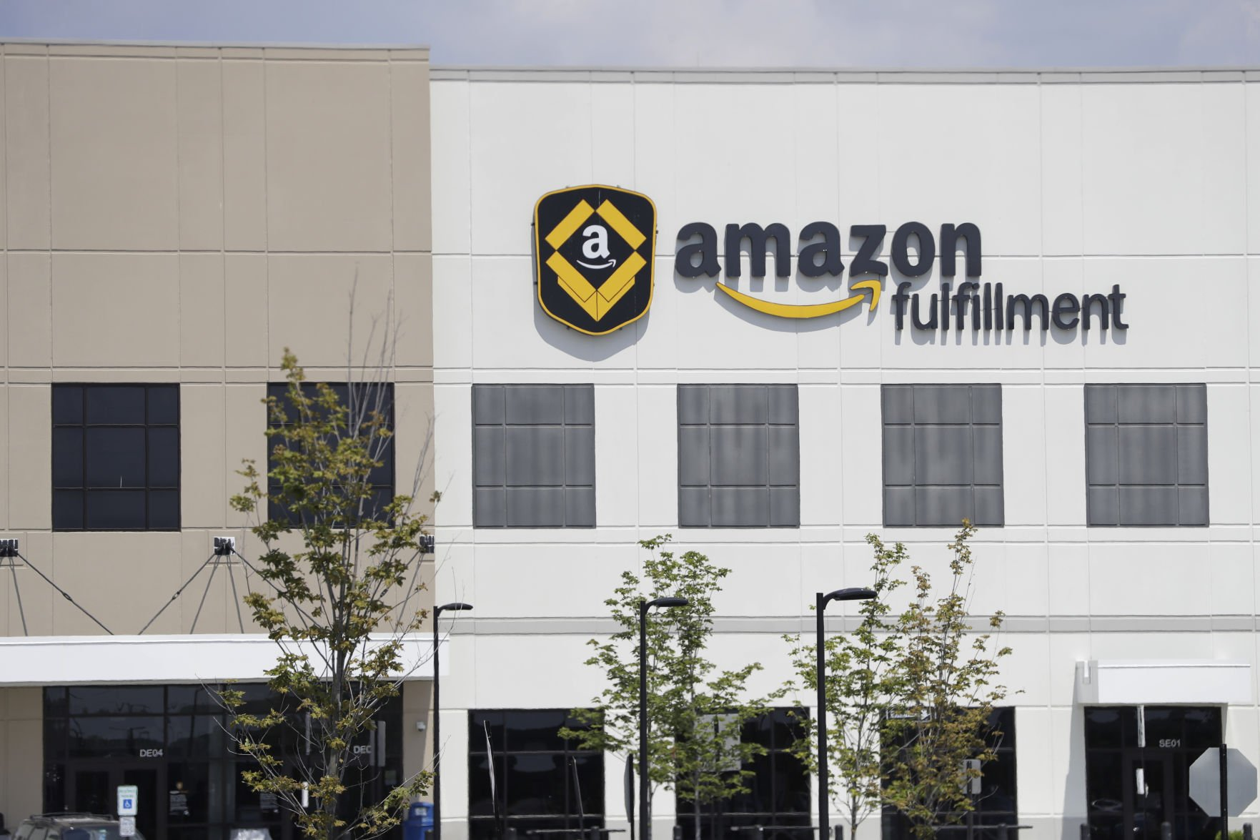 Amazon Announces First Fulfillment Center in New York, Creating 2250 Full-Time Jobs