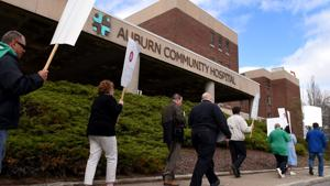 Auburn Community Hospital workers approve new contract