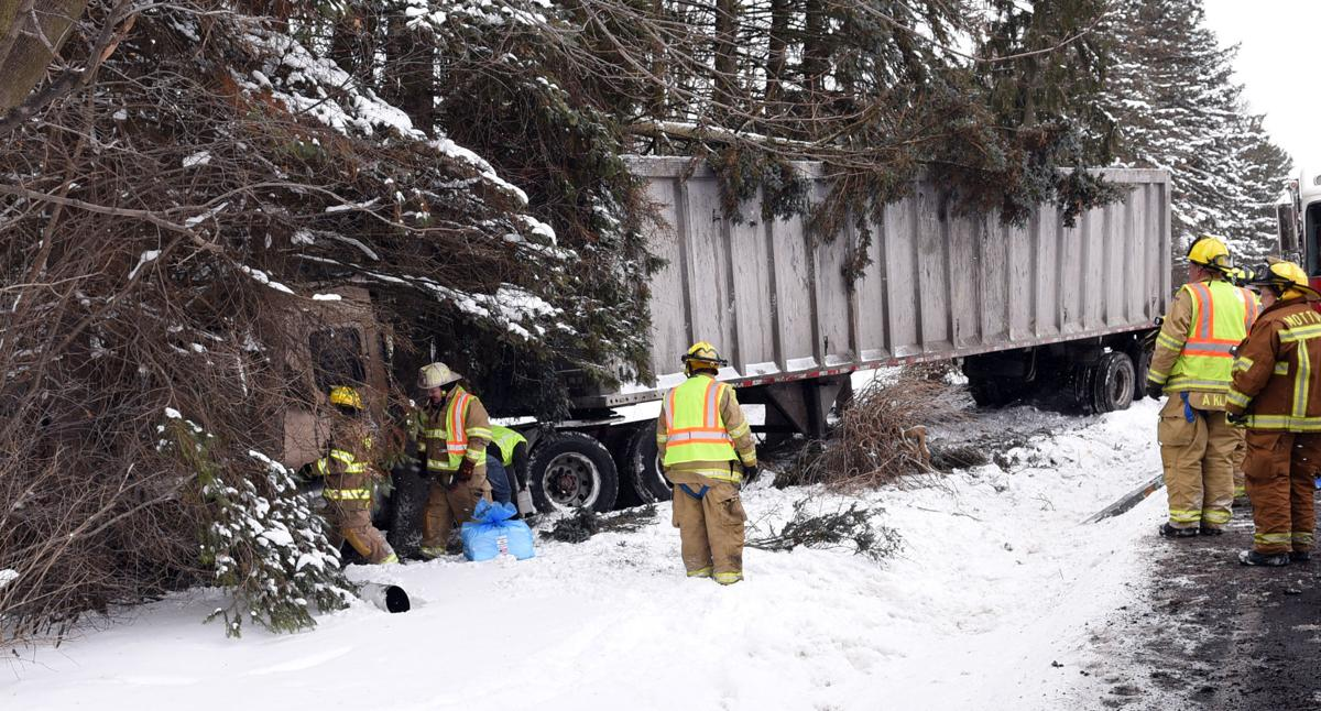 Tractor trailer veers of road, crashes near lake in Skaneateles