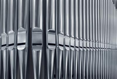 Organ pipes close