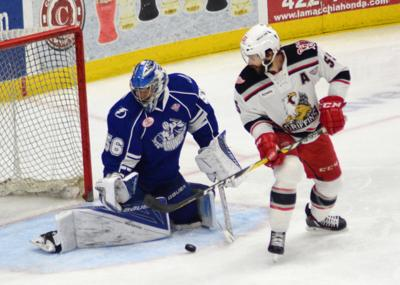 Late goal in Game 6 lifts Grand Rapids Griffins over Syracuse Crunch