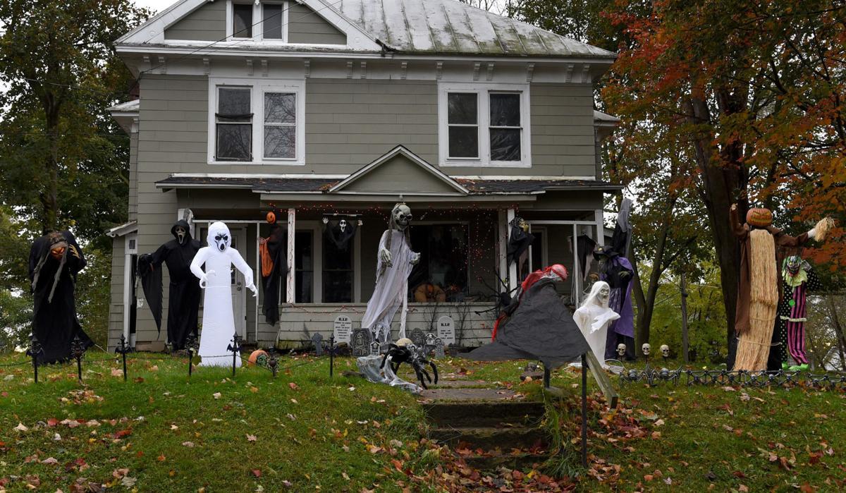 Halloween Decorations Wall St.