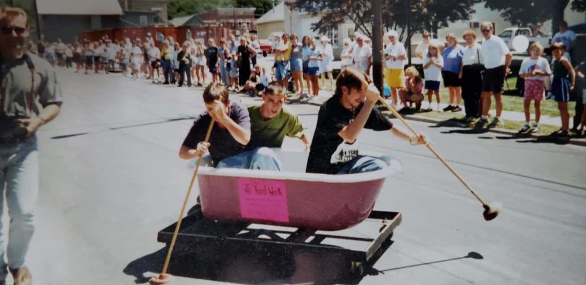 Bathtub races 1