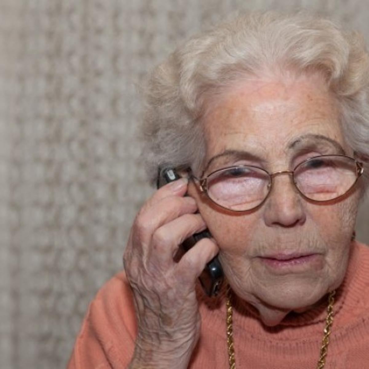 How to know when you're being scammed over the phone | Janet Taylor