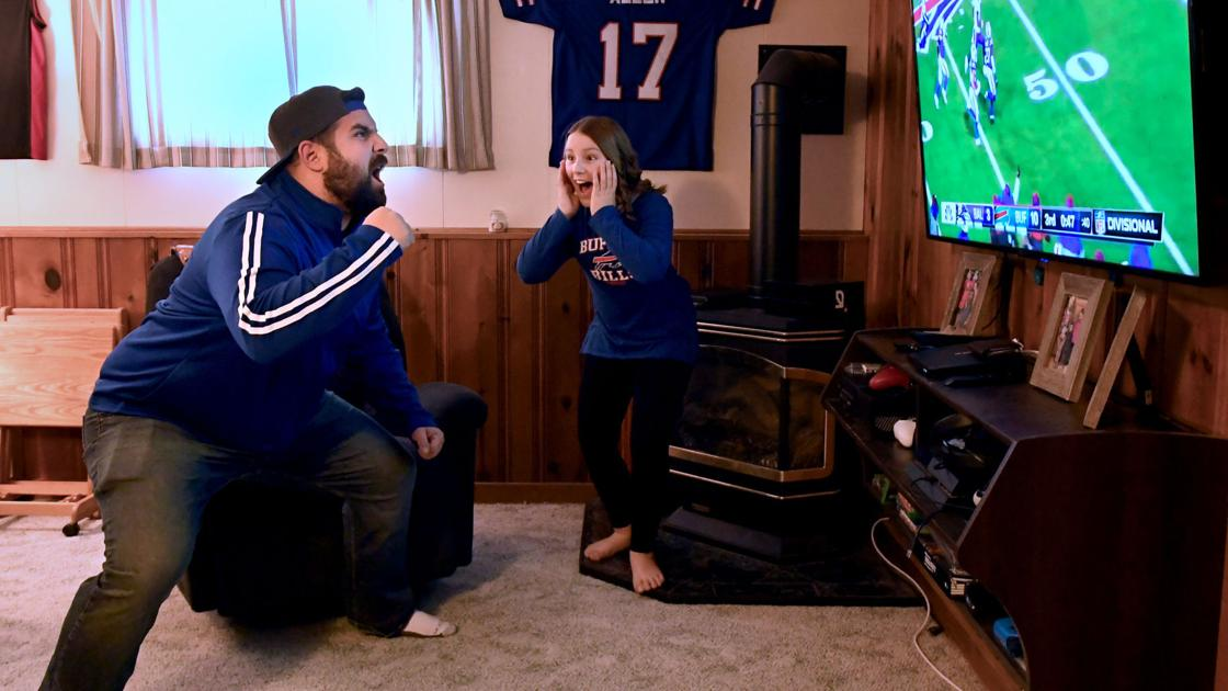 Fan from Auburn, daughter go viral with video