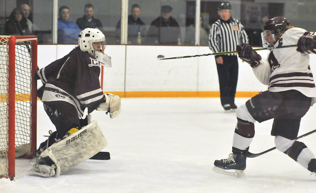 Auburn hockey vs. Clinton