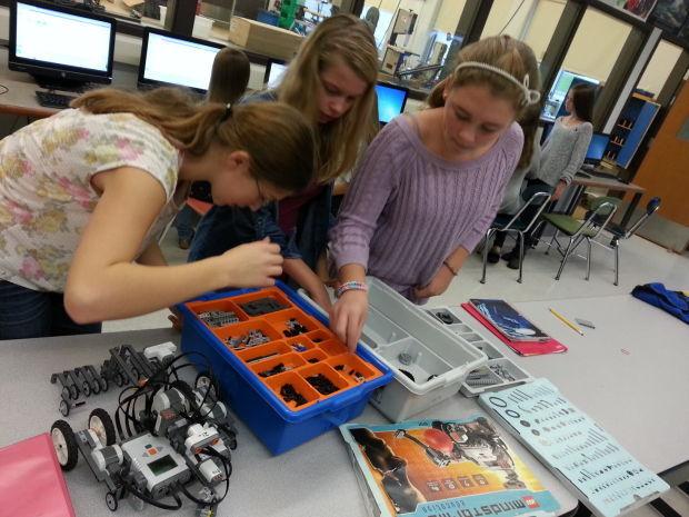 Eighth graders make robots