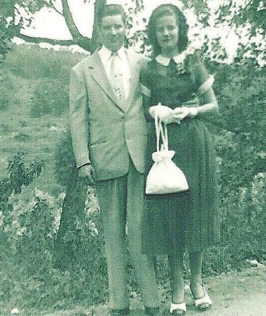 Dad & Mom Wedding Day 1952 001.jpg