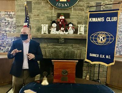 Lee King presents to Kiwanis