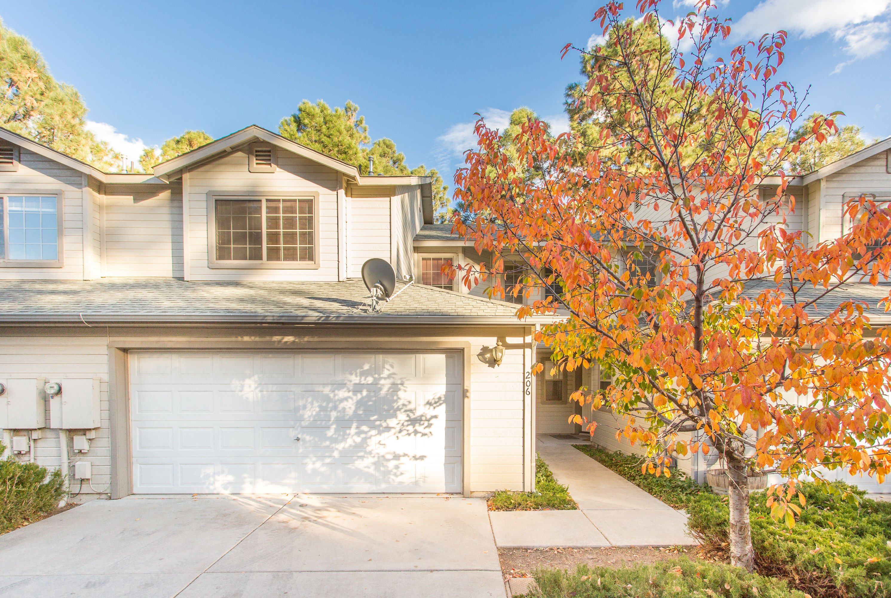 Fabulous 3 bedroom, 2.5 bathroom Townhome for Sale! image 1