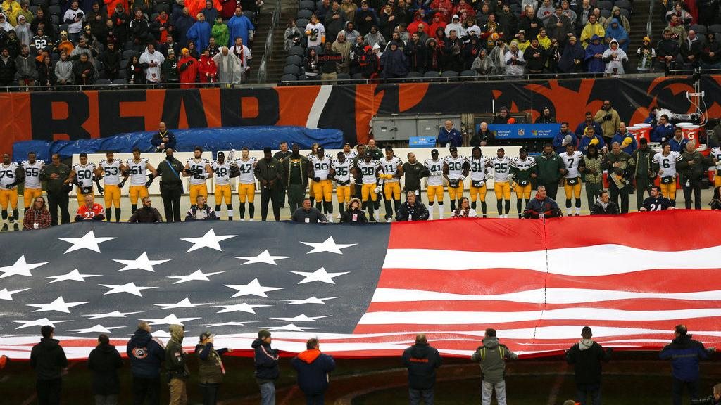 Chicago area veterans burn Bears, Packers jerseys in response to national anthem protests