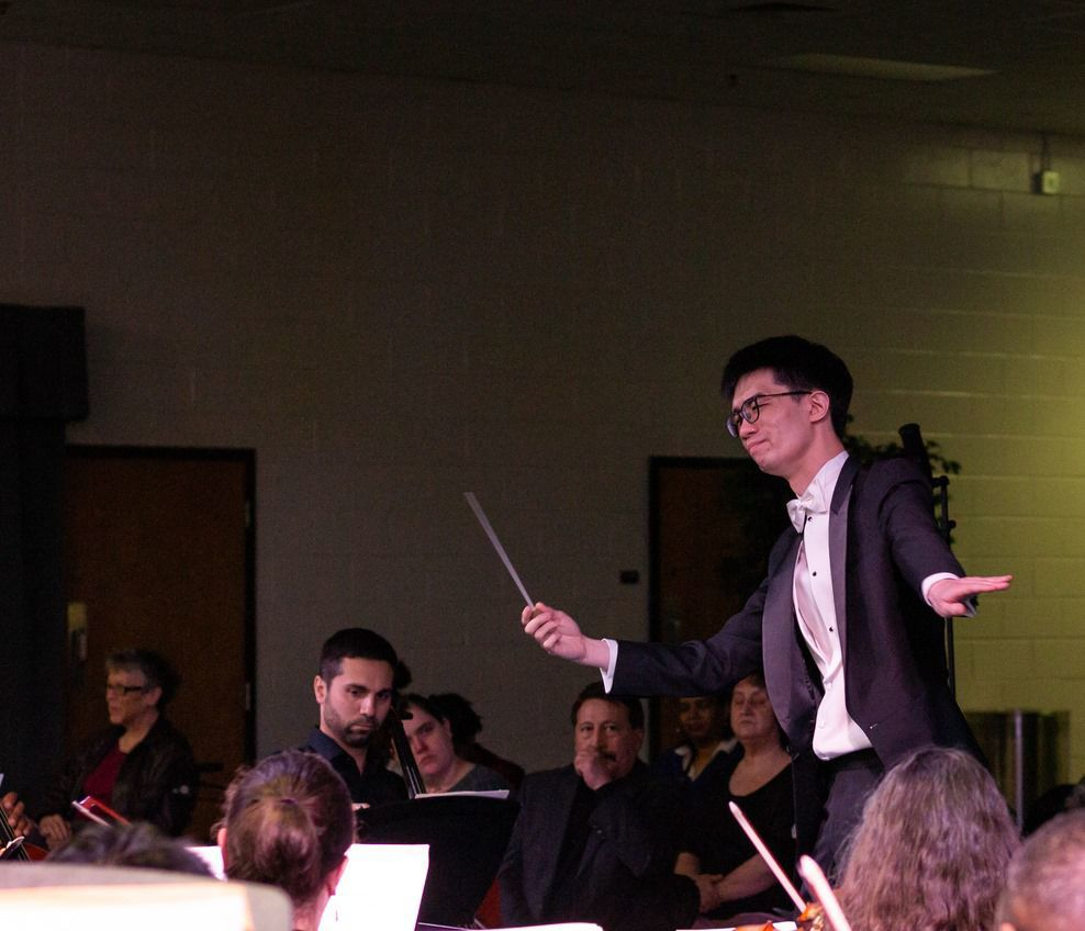 Desmond conducting.jpg