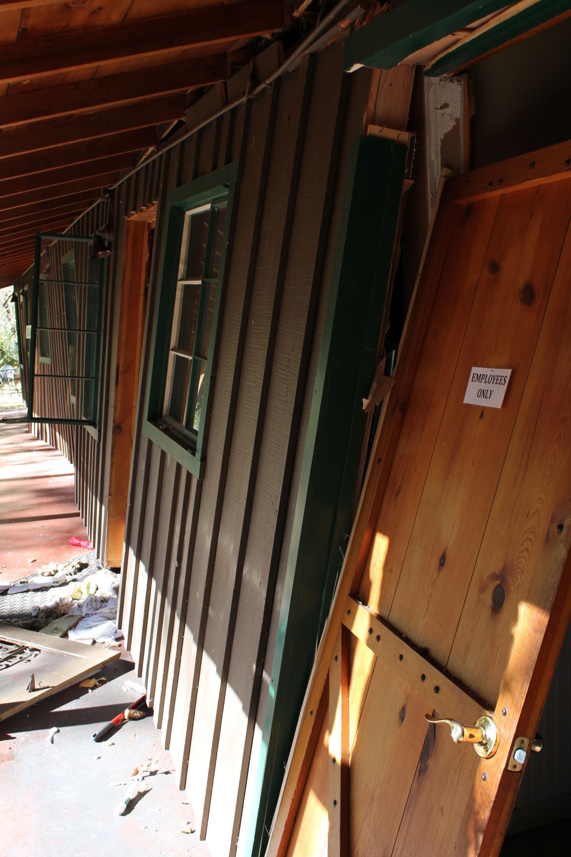 Propane explosion burns 1 at Butterfly Inn property | Local ...